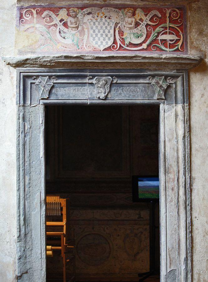 Certaldo Alto, Palazzo Pretorio.  Details of the inner courtyard #tuscany #certaltoalta #village www.hotelcertaldo.it