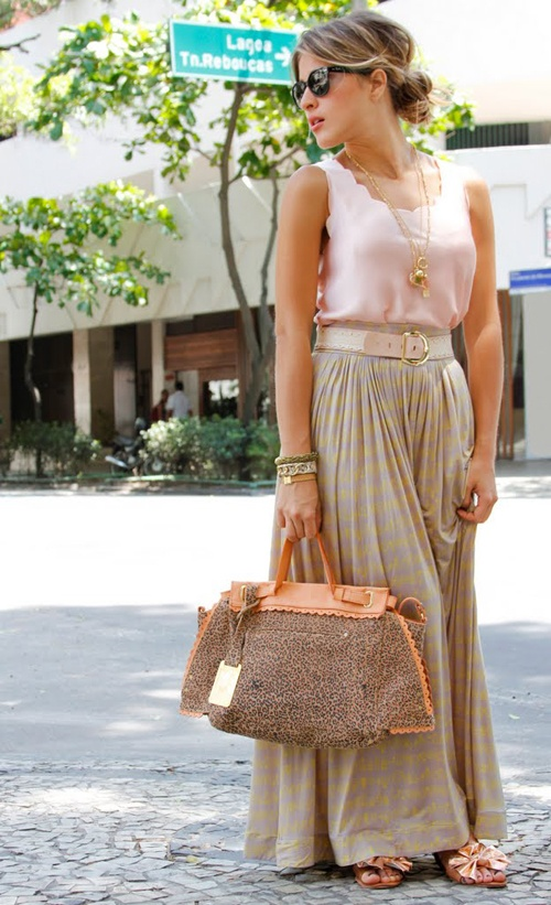 im not a fan of skirts, but this outfit is really cute. !