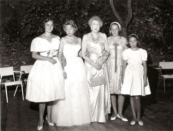"""The 4 daughters of Infanta Maria Cristina of Spain with their grandmother Queen Victoria Eugenie, """"Ena"""", of Spain.  The 2 on the right are Maria and Anna.  The 2 on the left are Vittoria and Giovanna, or vice versa."""
