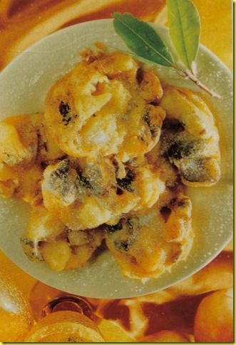 Frittelle alle prugne con miele, dolce tradizionale e antico.
