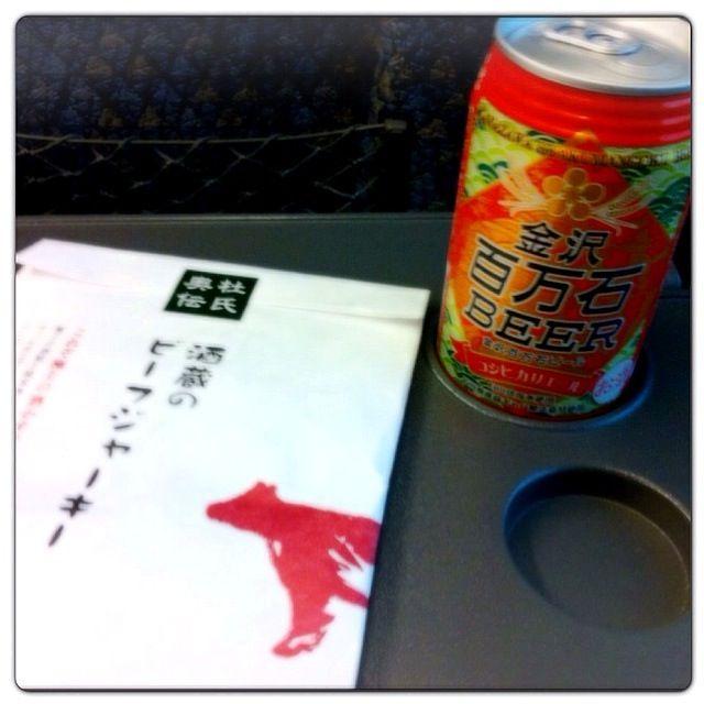 今週はこれで終わり。これ飲みながら、車中で一仕事して、それ終わったら、海外ドラマのDVD見て、道中の時間潰しにしようっと。 - 36件のもぐもぐ - 金沢百万石ビールとビーフジャーキー@特急サンダーバード金沢⇨大阪 by Fumi