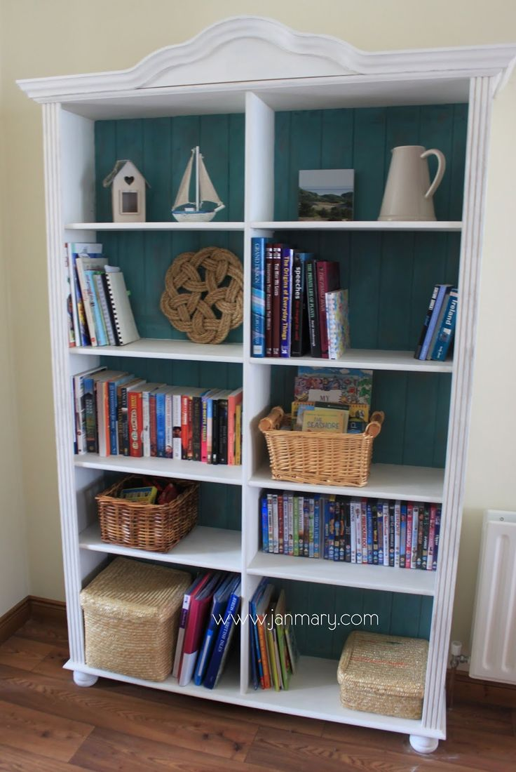 Styling shelves chalkboard walls : Janmary - makeover of bookcase using annie sloan chalk paint # ...