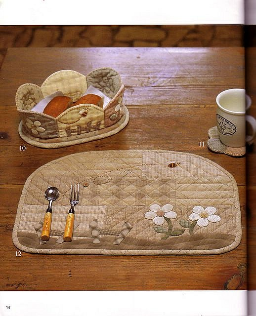 Like the shape of the placemats. Can bring the water glass and bread plate in a little closer for my small table.