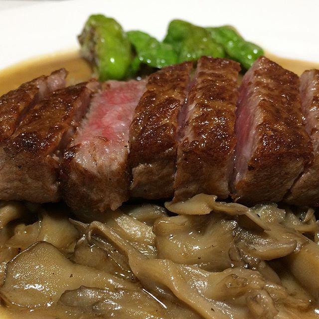 #仙台牛#ロース#舞茸ソース#獅子唐#和牛#牛肉#肉#ステーキ#自作#おうちごはん#男料理#sendaibeef#loin#maitakesauce#greenpeppers#wagyu#beef#meat#steak#homemade#good#instafood#gourmet#delicious#love#mancooking#food#foodie#foodporn#foodgasm