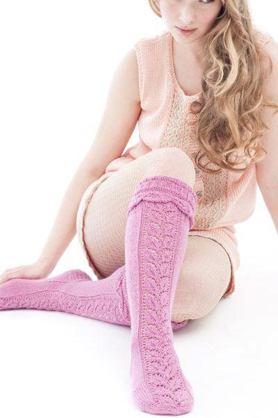 Naisen neulotut pitsisukat Novita Wool | Novita knits