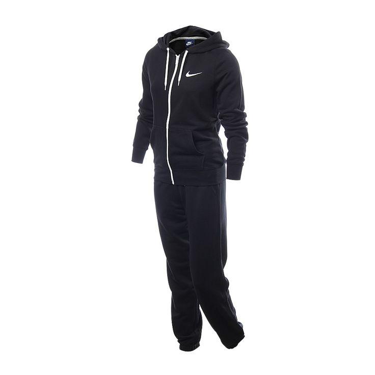 Luce un estilo casual y atlético con el conjunto deportivo Nike Club FT Tracksuit para mujeres. Cuenta con el pantalón Club FT y una chamarra gris con hoodie, para lucir la moda atlética casual. Está confeccionada a base de algodón para mayor comodidad. ¡Qué esperas para conseguir el conjunto!