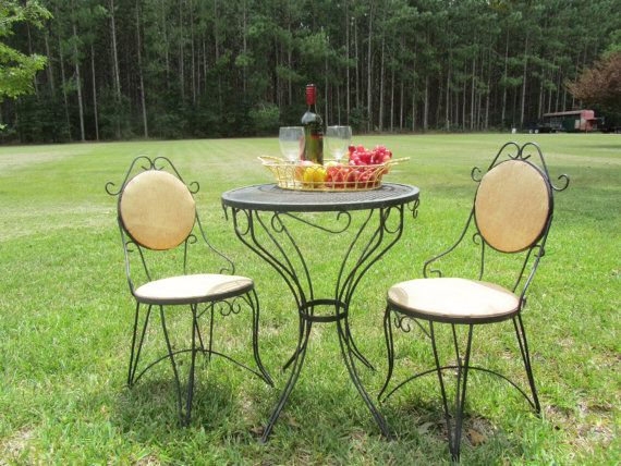 Bistro set,dinning table,metal chair,iron table set,outdoor furniture, porch deco,French decor,Paris chic,
