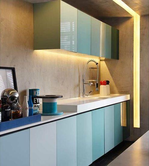 AD House / Studio GT – Guilherme Torres @studiogtorres #lighting #kitchen #blue