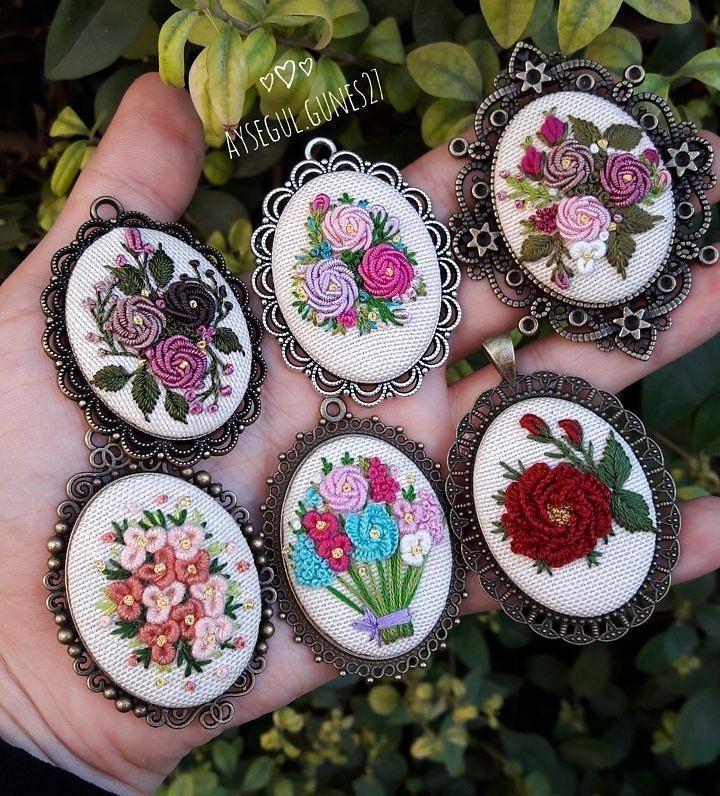 Iyi aksamlar . . . . . . . . #handmade#vscocam#vscocamphotos#vscogoods#vscoturkey#handmade#takitasarimi#hayatburada#crossstitch#love#handmadewithlove#accesories#bestmasterpiece#bm_embrodiery#bm_em#bugununfavorisi#like4like#vscogood#handmade#hanmadejewerly#14şubat#sevgililergünü#etaminkolye#10marifet#bm_embrodiery#embroideryart#embroideryartist#embroideryartist#like20like#likeforlike#hm_idei#kadrajiçi#like4like#likefollowlike#instagram