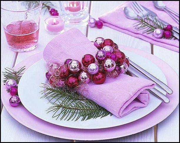 pink: Christmas Dinners, Tables Sets, Pink Christmas, Christmas Tables, Napkins Rings, Christmas Decor, Places Sets, Christmas Ideas, Tables Decor