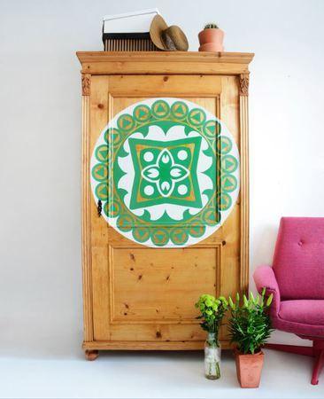 Malovaná skříň s mandalou :: www.keporkakfurniture.cz
