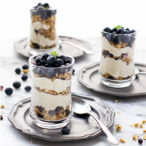 Blueberry Cheesecake Granola Yogurt Parfaits –