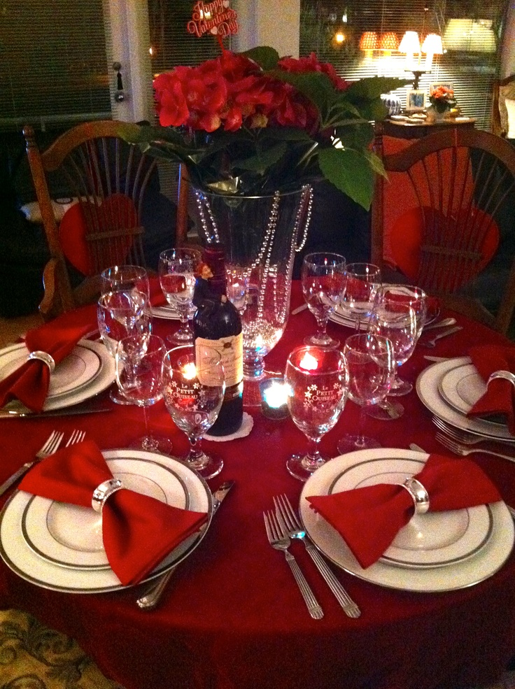 Best 25 red table settings ideas on pinterest table for Valentines dinner party ideas
