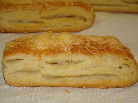 Leveles sajtos rúd ::kelt tésztából. Nagyon érdekesen hajtogatva, Kelt!