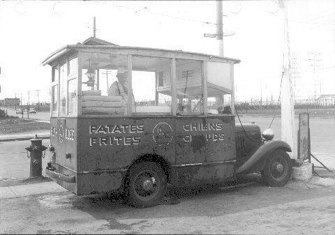 Voiture à frites, 1947 (photographie Z-384-2) Ville de Montréal. Gestion des documents et archives.
