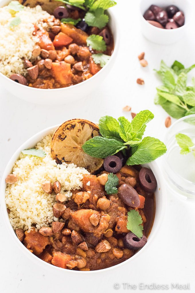 Cinnamon-Scented Vegetarian (and vegan!) Crock Pot Moroccan Tagine makes a super easy and healthy dinner recipe. | theendlessmeal.com