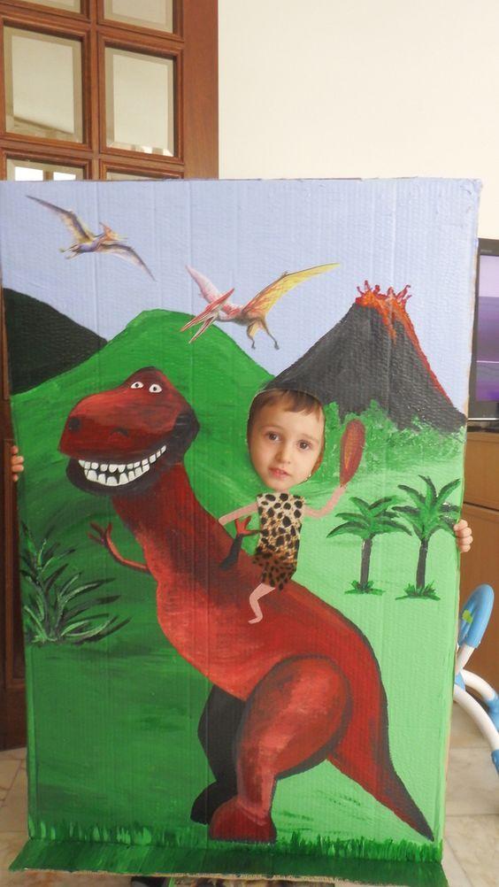 Comic foregrounds.  Décor photo   passe-tête. Dinosaur Party. Décor réalisé pour la fête d'anniversaire des 3 ans de mon fils à la garderie, très fortement inspiré d'une idée trouvée sur Pinterest, en cherchant: