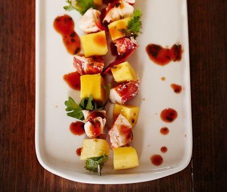 Lidi Manga du chef Antoine Sicotte---------------Essayez ces délicieuses brochettes de mangue et de homard.