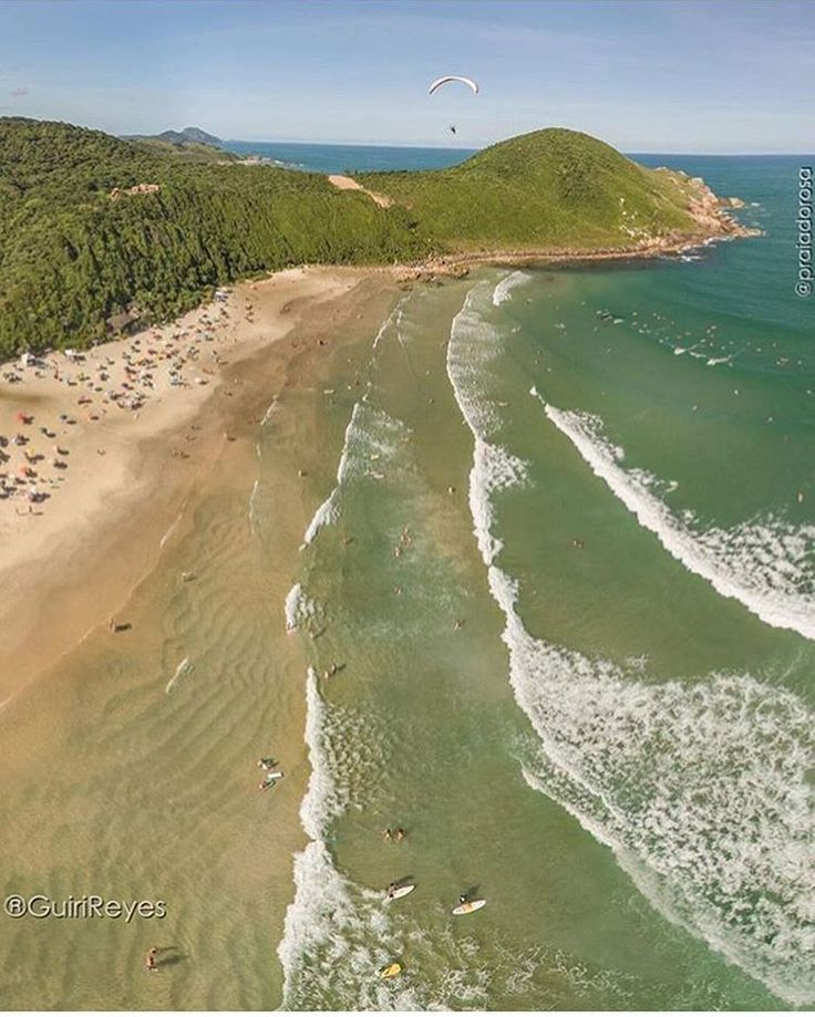 """(@santacatarina) Praia do Rosa em Imbituba. Um misto de agito e tranquilidade que fazem dessa,…"""""""