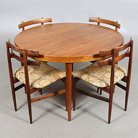 Jakaranda. Fyra stolar med genombruten rygg, lös stoppad sits. Sitthöjd 43 cm…