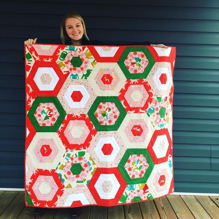 """580 Likes, 17 Comments - Cotton+Steel (@cottonandsteel) on Instagram: """"Look at this super cute Christmas quilt by @addie426!! Way to rock that deadline, Addie! 🙌🎅🙌 Is…"""""""