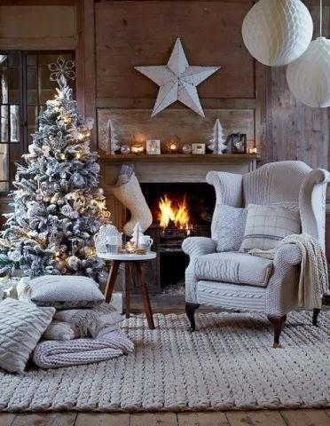 Now this is a fabulously decorated room to celebrate Christmas in!