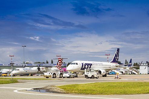 More than 841 thousand people were handled in March at Chopin Airport. This is yet another consecutive monthly record in the history of Warsaw airport. #warszawa #warsaw #chopinairport