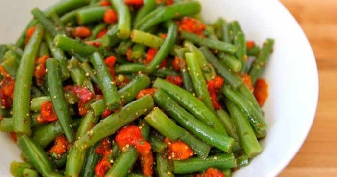 Ingredientes   450 g de vagens, lavadas, pontas aparadas, cortadas em pedaços  1 pimentão vermelho, assado, sem pele e sem sementes  1/4 d...