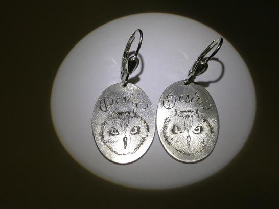 Pour la femme de Desiré... Pure desire... Desiré's wife was delighted... Silver earrings with engravings. Inemoni