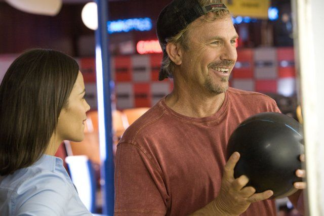 Still of Kevin Costner and Paula Patton in Swing Vote (2008)