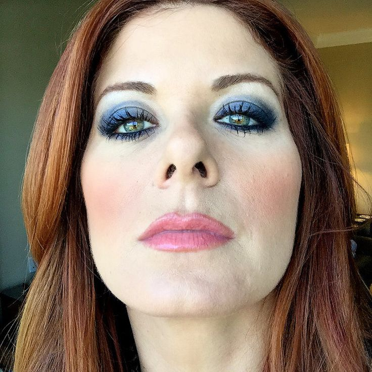 Debra Messing S Photo Shadows Debra Messing And Green