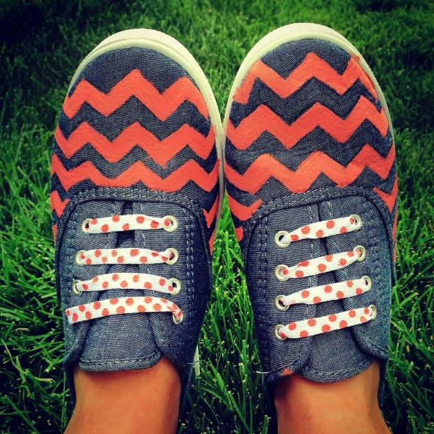 Chambray Chevron Shoes | Want to give this one a try? #DiyReady www.diyready.com
