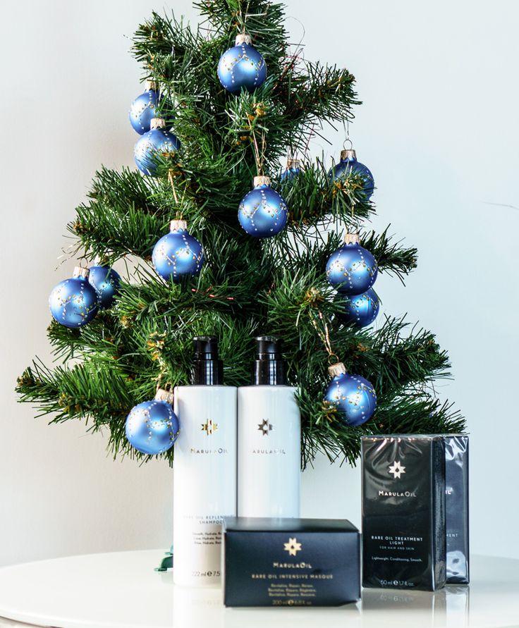 Еще одна идея подарка на Новый год - линия продуктов Marula Rare Oil. Маме, подруге... или все-таки оставить себе? Наверное, все-таки оставить :)