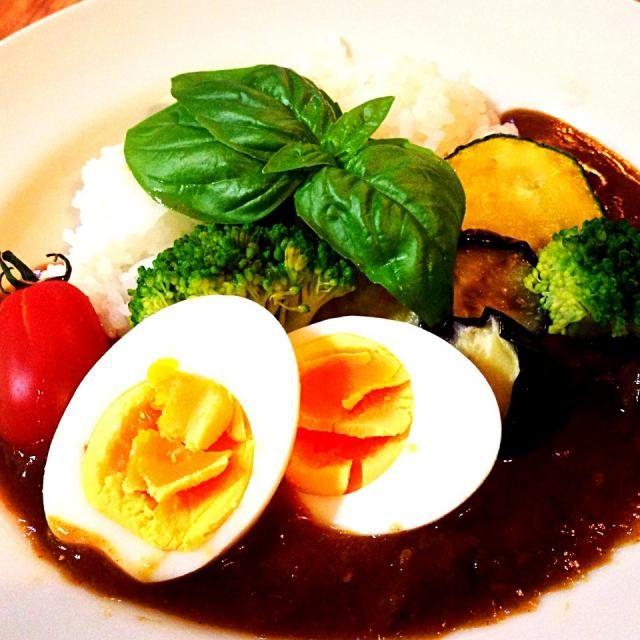 ズッキーニ、ナス、ブロッコリー、トマト、バジルのカレーです( ^ω^ ) - 80件のもぐもぐ - 夏野菜カレー by emigoti