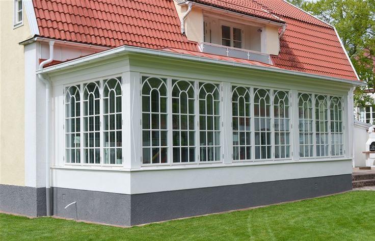 Vackra spröjsade fönster till ett orangeri