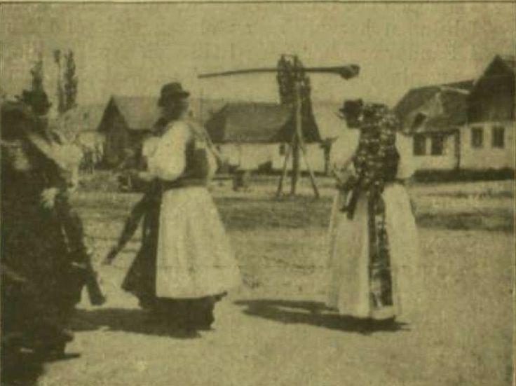 Csárdás : Kalotaszegi képek / fényképész Henry Detouche  fénykép, újságrészlet    Vasárnapi Ujság
