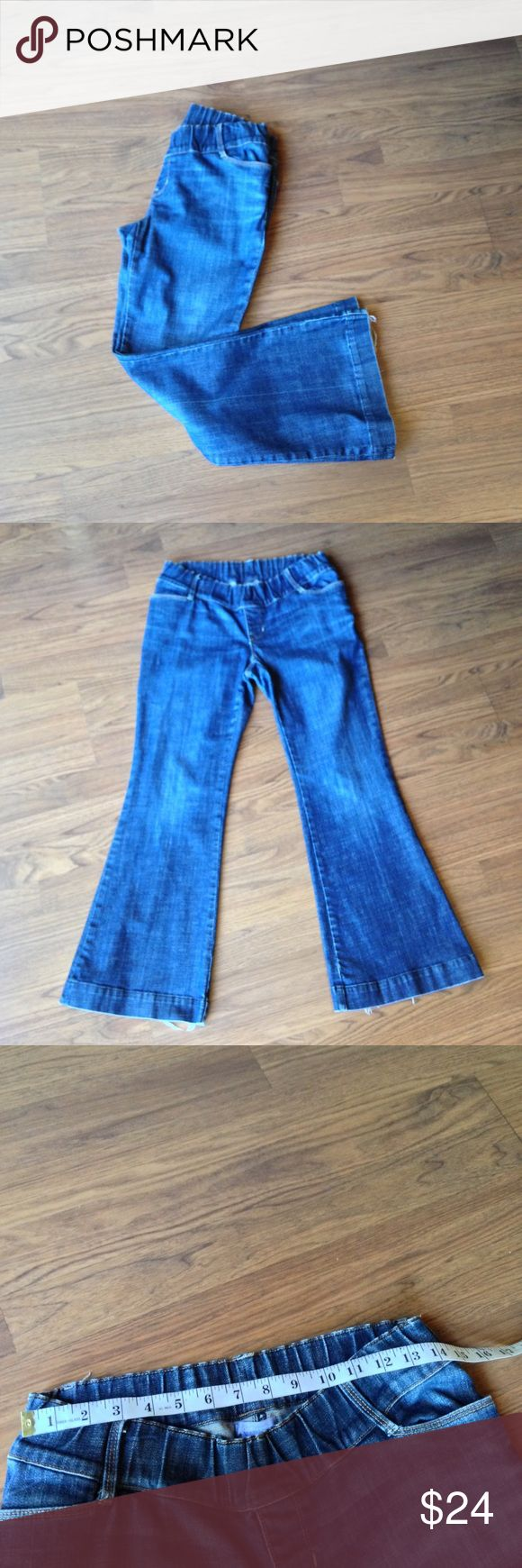 """Gap maternity jeans size 6 short Ankle boot cut Gap maternity jeans. SZ 6. Sits below belly. Short 27"""" inseam. Has Wear on the hems of legs. GAP Jeans Boot Cut"""