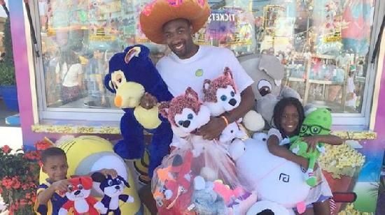 Gilbert Arenas' Deadly Accuracy Gets Him Banned From County Fair: Gilbert Arenas & kids with county fair winnings