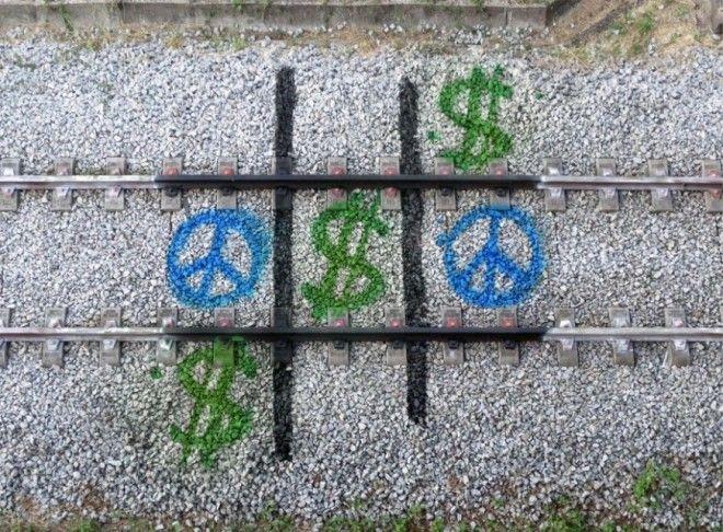 Street Art Artur Bordalo http://restreet.altervista.org/artur-bordalo-usa-i-binari-della-ferrovia-come-tela/