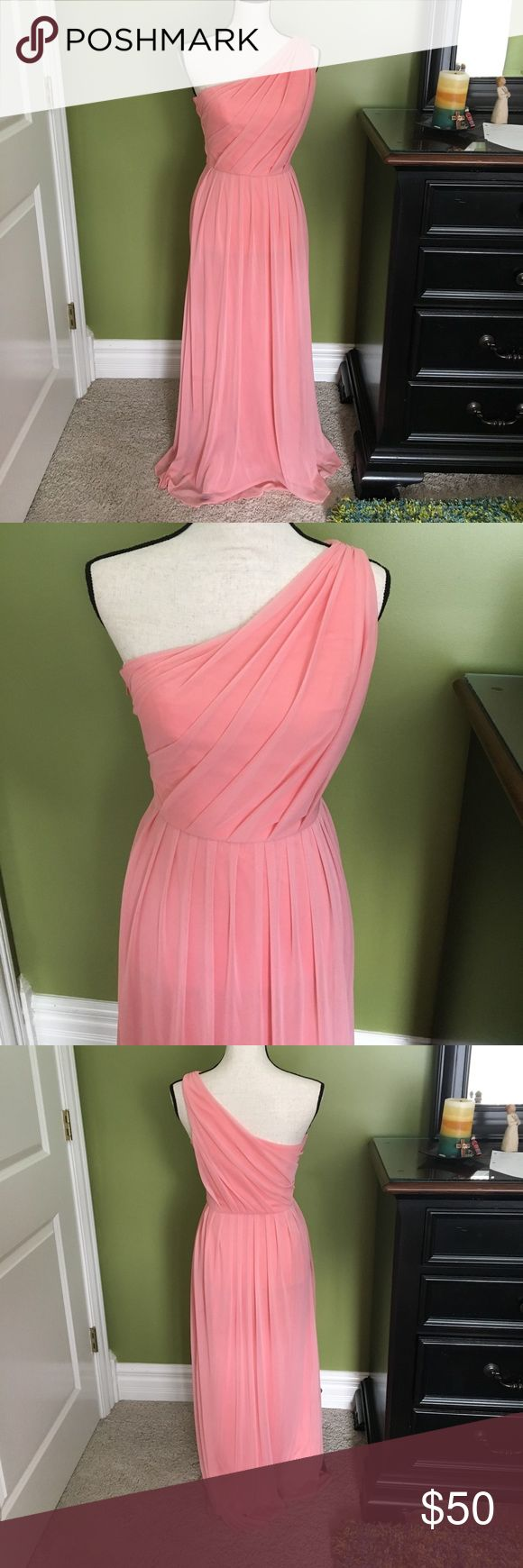Coral maxi dress I wore this once as a bridesmaid in a wedding and have not had the chance to wear it again. It is in perfect condition. Perfect for a wedding or just to get a little dressed up! Dresses Prom