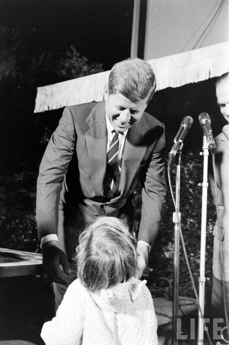 1960 29 D Cembre Caroline Kennedy Interrupts Jfk 39 S Press