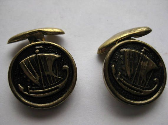 Great details on the ships of these old fashioned brass cuff links.  still good and strong.