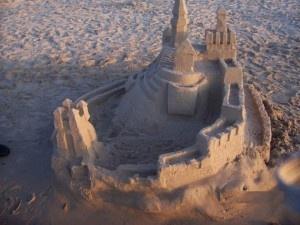 Zamek z piasku na plaży w Gąskach