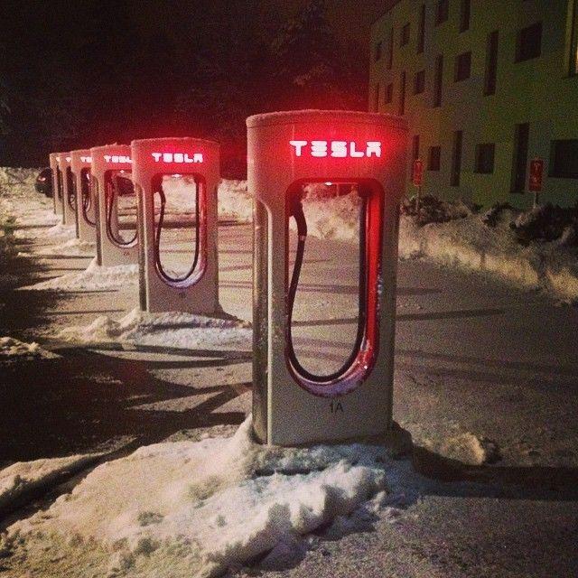 Slovenia: in viaggio verso l'azienda #akrapovic una postazione per il caricamento delle auto elettriche by #tesla