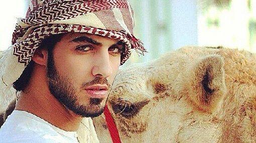 Los medios encontraron las imágenes de uno de los hombres que la Policía religiosa de Arabia Saudita detuvo y expulsó del país por ser irresistibles para las mujeres.