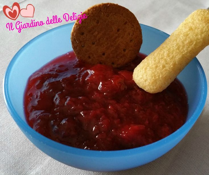Confettura di fragole al microonde tanto veloce quanto semplice da preparare, ottima per dolci, a colazione o merenda, con fette biscottate e biscotti