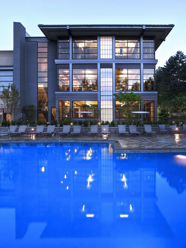 The Bellevue Club by Baylis Architects : The Bellevue Club Night View