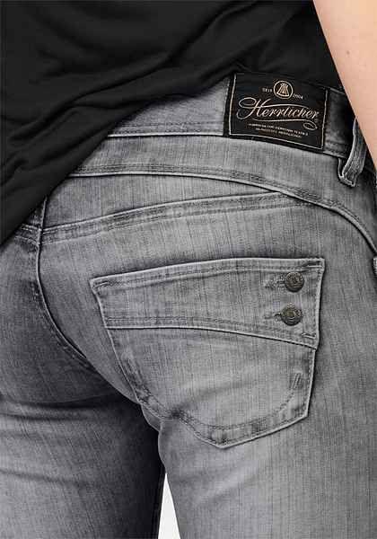 Herrlicher Slim-fit-Jeans »Piper Slim Comfort« mit Dekoknöpfen hinten