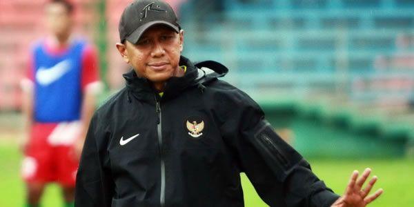 Rahmad Darmawan: Maaf Aremania dan Terima Kasih Aremania - http://www.sundul.com/berita-bola/liga-indonesia/2013/09/rahmad-darmawan-maaf-aremania-dan-terima-kasih-aremania/