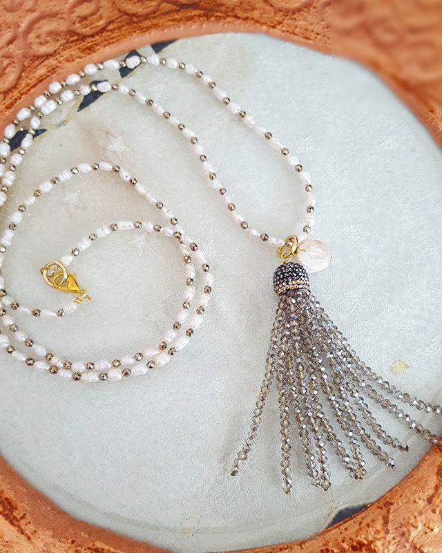 Collana lunga perle coltivate ed ematite oro con nappina cristalli grigi  #collane #love #argento #fashion #grigio #madeinitaly #gioielli #handmade #beautiful #accessori #moda #tassel #jewels #jewelry #shopping #oro #accessories #instalike #labottegadiclaire #bijoux #fattoamano #instagram #instagood #follow4follow #collane #nappine #italy #handmade #necklaces #oro